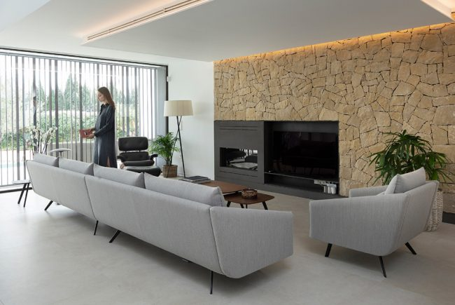 STUA Costura sofa of 416cm and armchair in Ubiko house in Valencia
